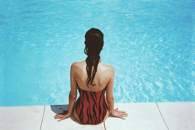 Den Swimmingpool mit Solarwärme beheizen